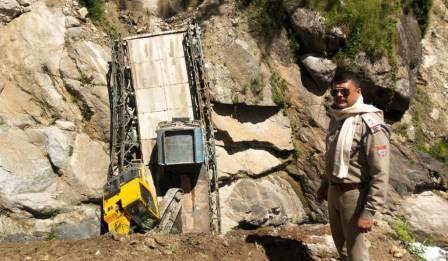 भारत-चीन सीमा को जोड़ने वाला पुल टूटा, सेना की दिक्कतें बढ़ी