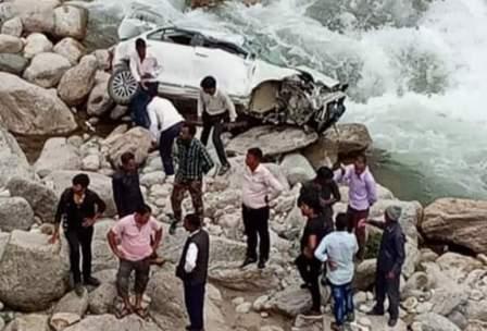 कार बालगंगा नदी में समाई, तीन बारातियों की दर्दनाक मौत