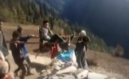 पहाड़ का जीवन आज भी पहाड़ जैसा, नहीं बचाई जा सकी एक और जान