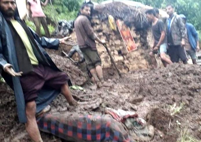 Almora: द्वाराहाट में मकान के मलबे में दबने से तीन की मौत, एक घायल