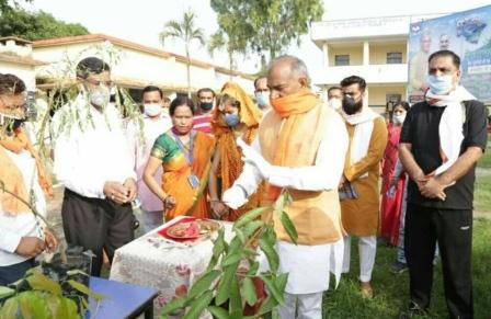 Arvind Pandey: शिक्षा मंत्री ने शुरू की 'अस्कोट से आराकोट' की यात्रा