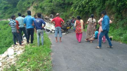 Road accident: कीर्तिनगर के कफना के पास मैक्स वाहन दुर्घटनाग्रस्त, 6 घायल