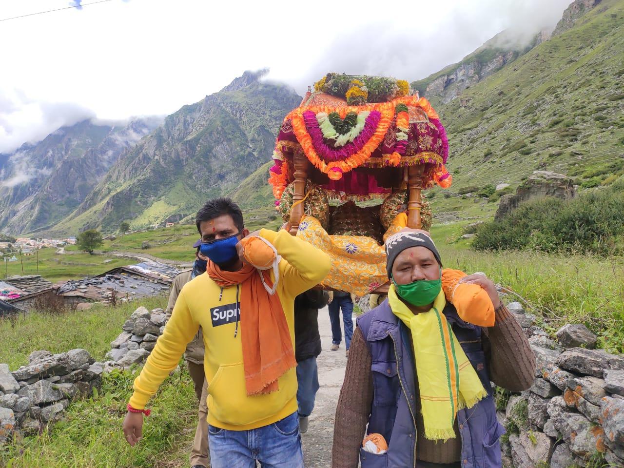 Badrinath Dham: श्री बदरीनाथ धाम में सादगी के साथ मनाया माता मूर्ति उत्सव