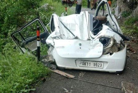 car Accident: कार पर बोल्डर गिरा, पोखरी नगर पंचायत के ईओ की मौत