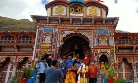 पूर्व केंद्रीय मंत्री उमा भारती ने किए भगवान बदरीविशाल के दर्शन