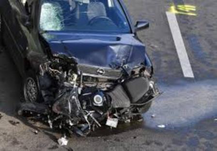 बेकाबू कार ने मोटरसाइकिल को मारी टक्कर, मौत