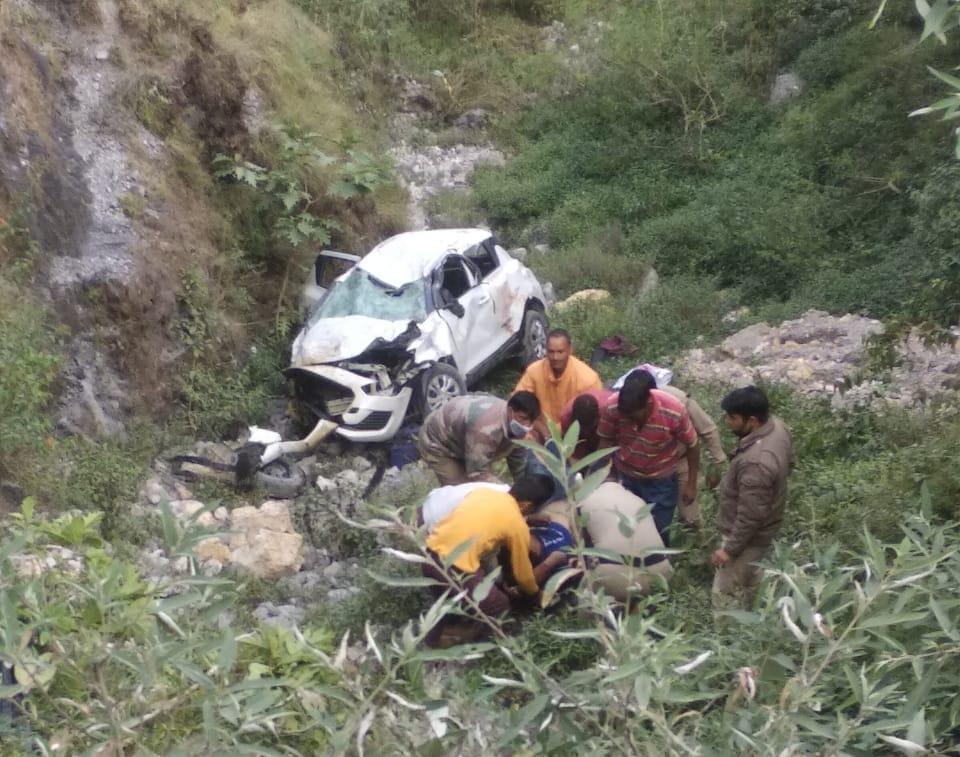 Car accident: मसूरी-किमाड़ी मार्ग पर कार खाई में गिरी, दो की मौत, तीन घायल