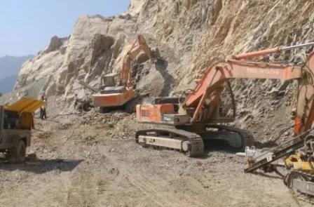 पांच दिन बाद खुला यमुनोत्री राजमार्ग, छटांगाधार में भूस्खलन से बंद था राजमार्ग