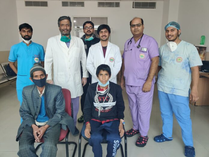 एम्स ऋषिकेश: चिकित्सकों ने मार्फन सिंड्रोम से ग्रसित किशोर के हार्ट के 3 वाल्व का ऑपरेशन कर दिया जीवनदान