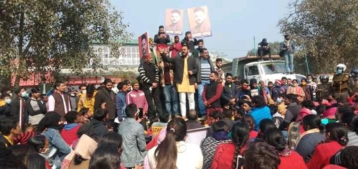 ऋषिकेश की विभिन्न समस्याओं को आंदोलित उजपा नेता कनक धनै समेत 30 आंदोलनकारियों ने दी गिरफ्तारी