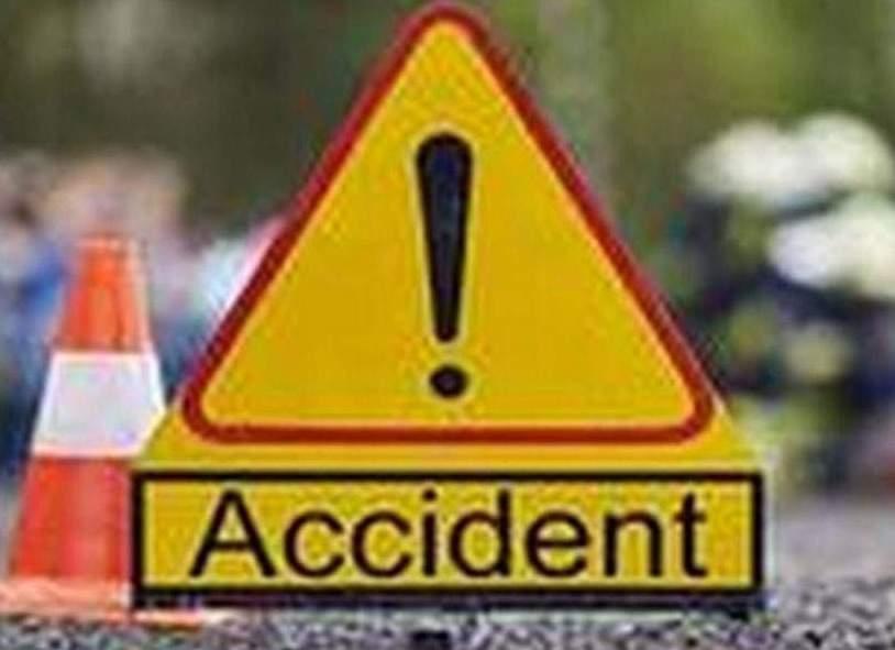 कार हादसाः एक की मौत, तीन घायल