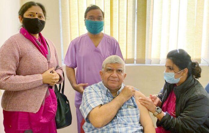AIIMS Rishikesh: एम्स ऋषिकेश में कोविड-19 टीकाकरण का दूसरा चरण शुरू