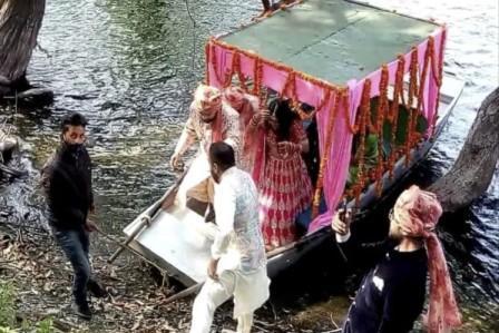 अनोखे अंदाज में हुई लोकगायिका मालिनी अवस्थी के बेटे की शादी