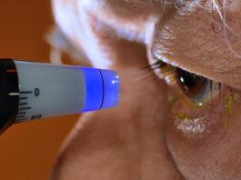 अनुलोम विलोम व पेट द्वारा स्वांस प्रक्रिया का नियमित अभ्यास से आंखों के बढ़े हुए दबाव को किया जा सकता कम