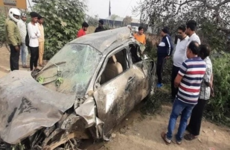 दुःखद : कार हादसे में दुल्हन की मां समेत तीन लोगों की मौत