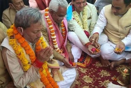 मां गंगा की पूजा-अर्चना के बाद मुख्यमंत्री तीरथ सिंह रावत ने किया 120 करोड़ रुपये के कुंभकार्यों का लोकार्पण