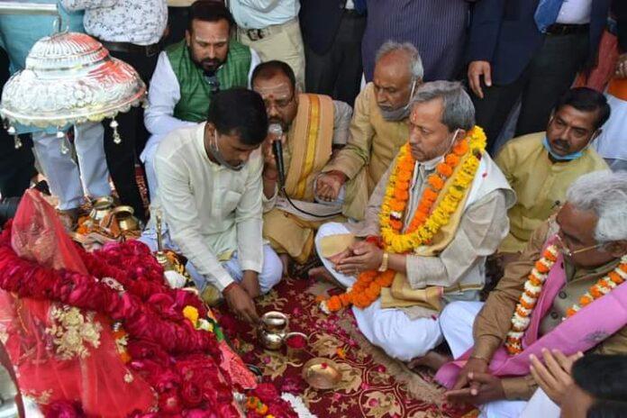 मुख्यमंत्री तीरथ सिंह रावत ने की हरकी पैड़ी पर गंगा पूजन कर कोरोना संक्रमण से जल्दनिजातपाने की प्रार्थना