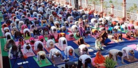 International Yoga Festival: ऋषिकेश में 29 वां सात दिवसीय अंतरराष्ट्रीय योग महोत्सव शुरू