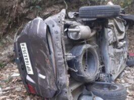 रामनगर: कार खाई में गिरी, पिता पुत्री की मौत, छह घायल