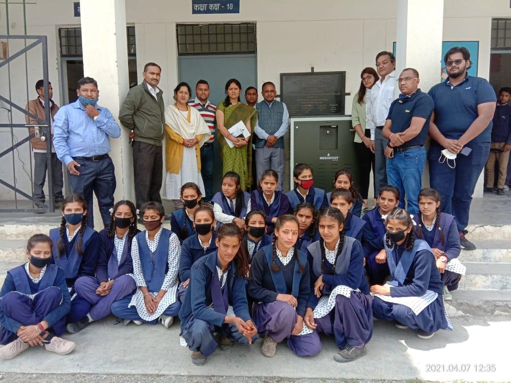स्कूली छात्राओं को शुद्ध पेयजल उपलब्ध कराने को हवा से पानी बनाने की मशीन स्थापित