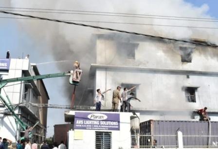 सिडकुल स्थित पराक्स एबीएस कंपनी में लगी आग, लाखों का नुकसान