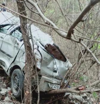 दुःखदः कार हादसे में शिक्षक दंपती की मौत