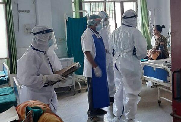 शिक्षा मंत्री पाण्डे ने पहनी पीपीई किट, किया संयुक्त चिकित्सालय टनकपुर का निरीक्षण