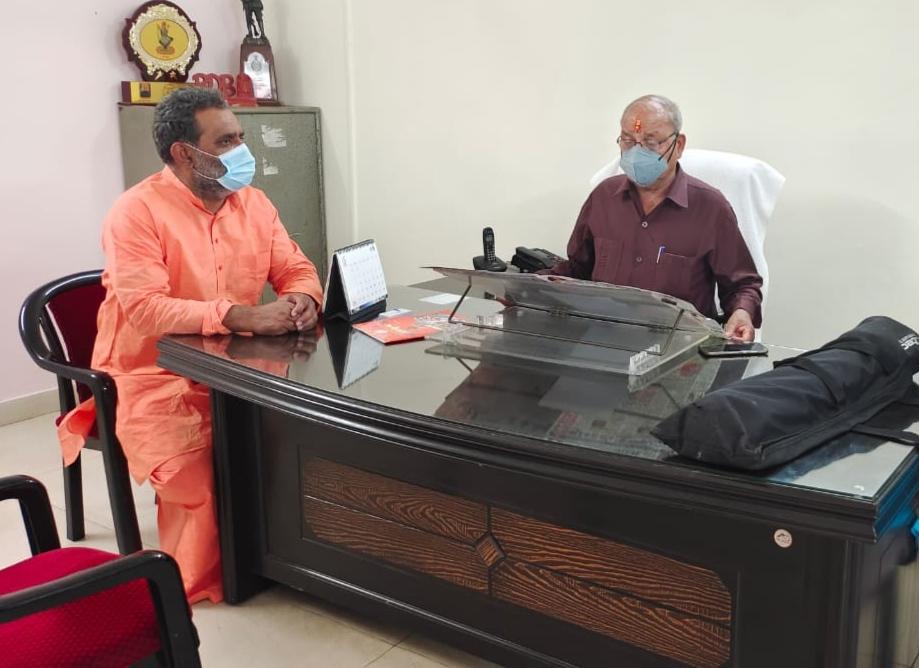गेंहू विक्रय व भुगतान में हो रही समस्याओं को गन्ना मंत्री स्वामी यतीश्वरानन्द ने खाद्य मंत्री से की मुलाकात