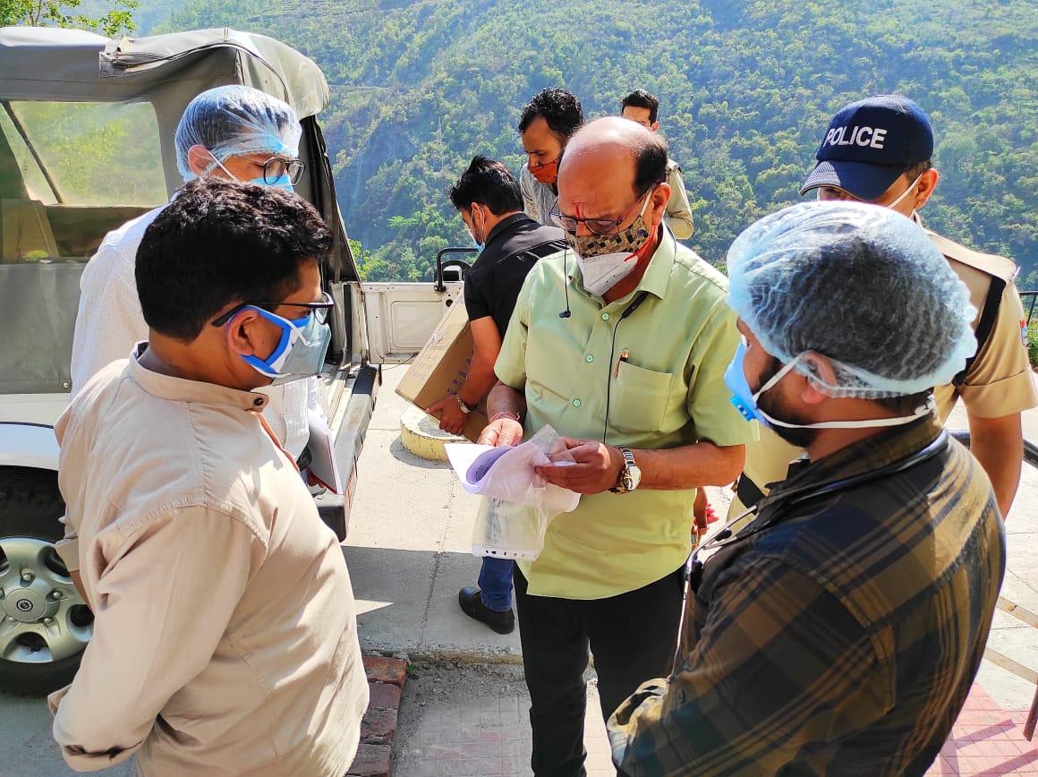 कोविड सेंटर को मंत्री सुबोध उनियाल ने दिए 15 आक्सीजन कंस्ट्रेटर