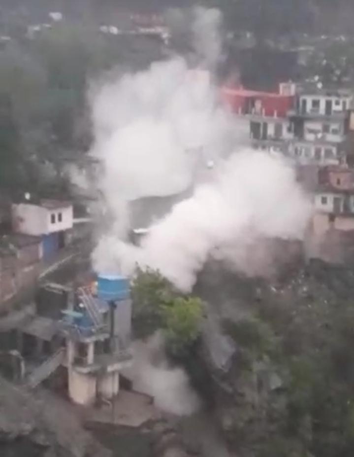Tehri : देवप्रयाग में बादल फटने से नगर क्षेत्र में भारी नुकसान