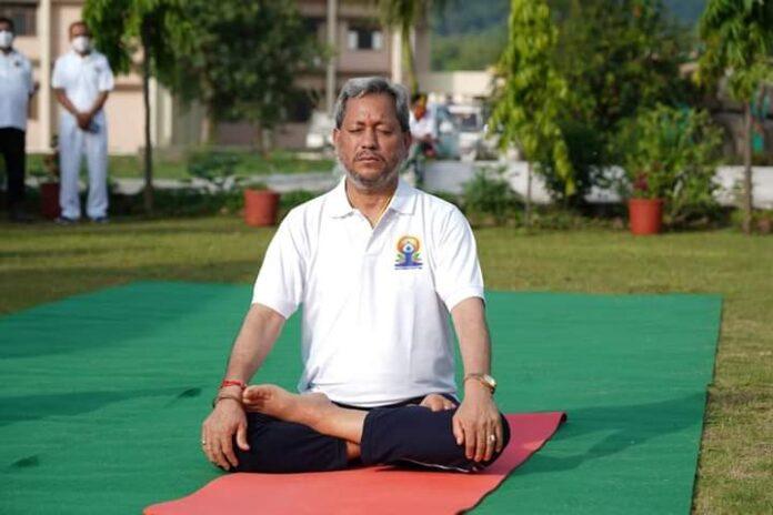 International Yoga day: योग साधना से मानसिक व शारीरिक रूप से रहता है व्यक्ति स्वस्थ: तीरथ