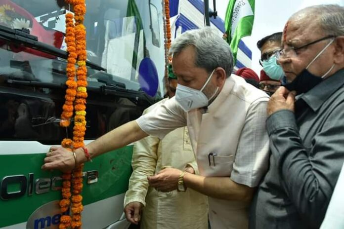 स्मार्ट सिटी योजना: 5 इलेक्ट्रिक बसों को सीएम ने रायपुर से सेलाकुई रूट के लिए किया रवाना
