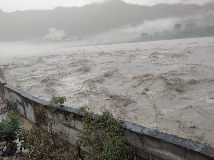 उत्तराखंड में मानसूनः भारी वर्षा से नदियों का जल स्तर बढ़ा, प्रशासन ने किया अलर्ट