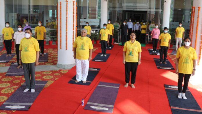 Yoga Day: एम्स ऋषिकेश ने मनाया सातवां अंतरराष्ट्रीय योग दिवस