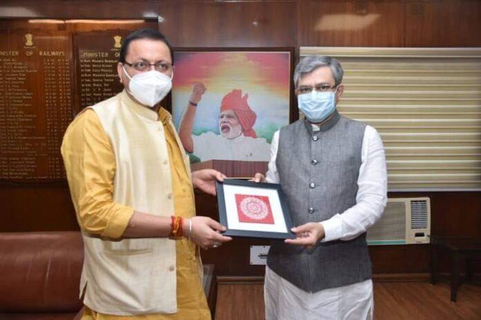 सीएम धामी ने की केंद्रीय रेल मंत्री से मुलाकात, विभिन्न रेल परियोजनाओं पर की चर्चा