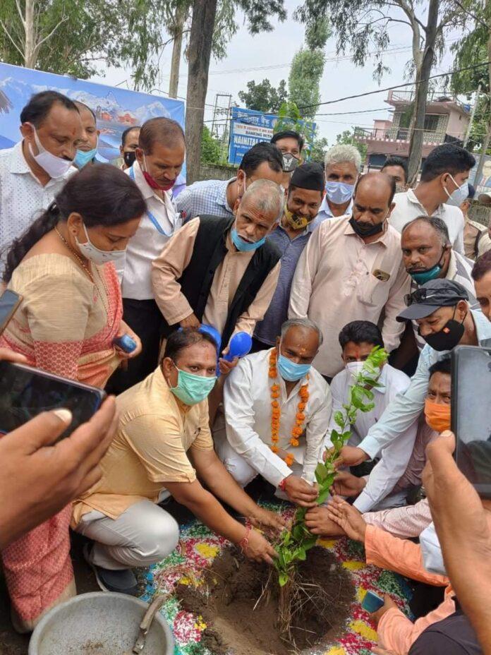 'गौरा देवी पर्यावरण जनजागरण यात्रा' के तहत कालाढूंगी में पौधरोपण