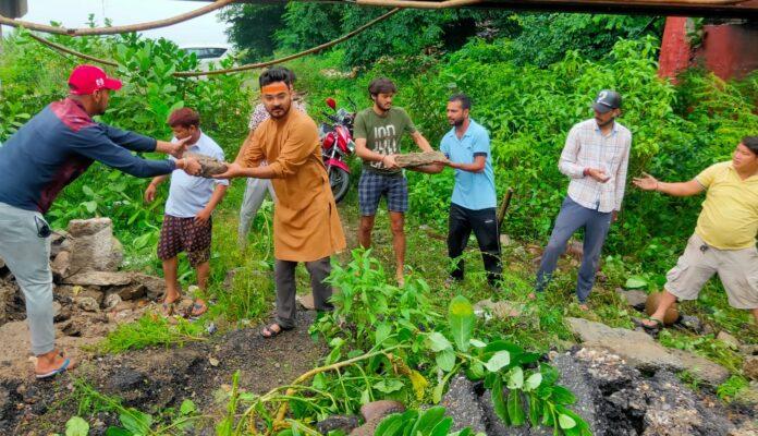 बाढ़ की तबाही, सड़क पर उतरे कनक धनाई