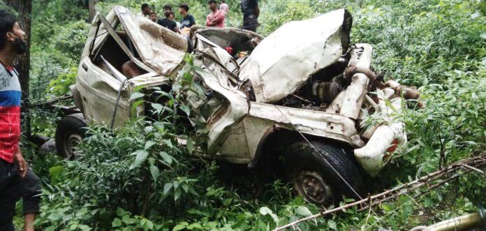 यूटिलिटी की टक्कर से बालिका की मौत, वाहन चालक गंभीर घायल