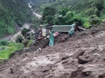 दुःखद: भारी वर्षा से दो आवासीय मकान क्षतिग्रस्त, 7 ग्रामीण लापता, दो के शव बरामद