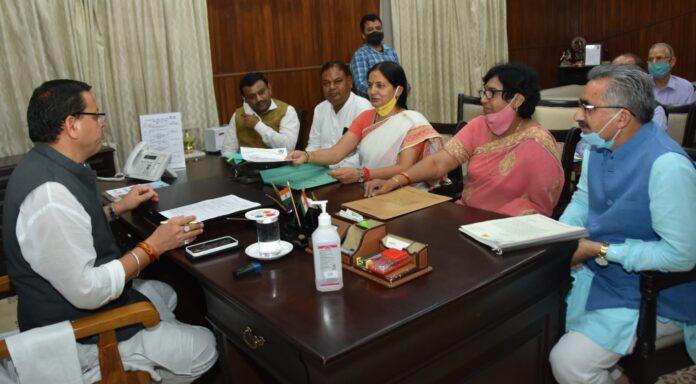 मुख्यमंत्री से मिले नगर निगमों के महापौर, समस्याओं से कराया अवगत