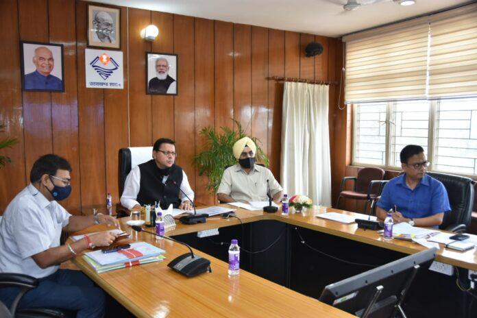मुख्यमंत्री पुष्कर सिंह धामी ने सड़क कनेक्टिविटी से संबंधित विभागों की समीक्षा की