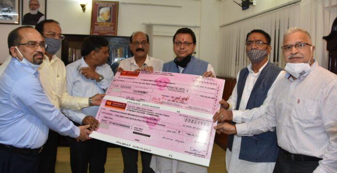 मुख्यमंत्री से टी.एचडी.सी. के सीएमडी ने की भेंट, राहत कोष हेतु सौंपा एक करोड़ का चेक