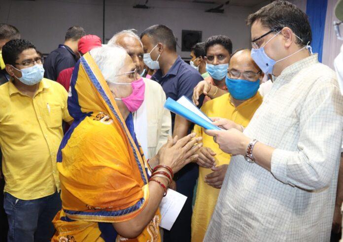 मुख्यमंत्री पुष्कर सिंह धामी पहुंचे खटीमा, कार्यकर्ता बैठक एवं जनमिलन समारोह में की शिरकत