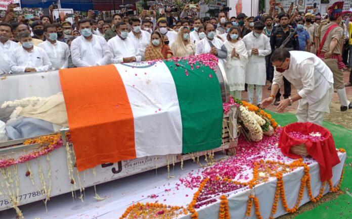 मुख्यमंत्री धामी ने नरोरा में पूर्व सीएम कल्याण सिंह को दी भावपूर्ण श्रद्धांजलि
