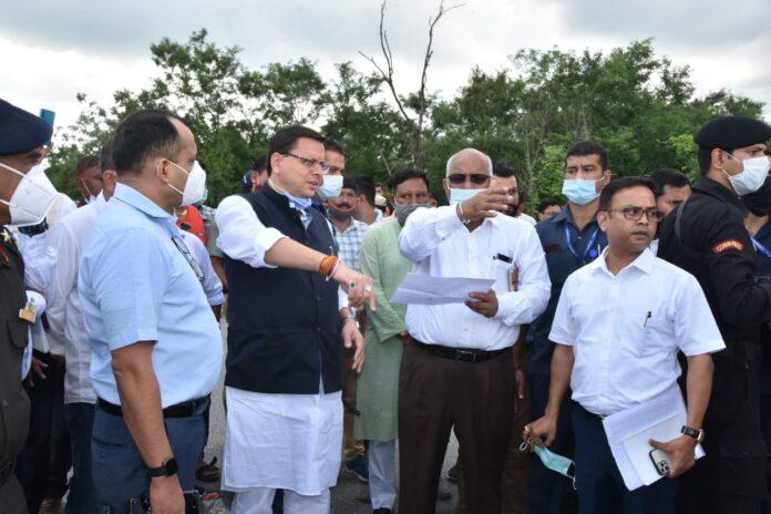 सीएम धामी ने किया क्षतिग्रस्त हुए रानीपोखरी पुल का स्थलीय निरीक्षण, दिए वैकल्पिक मार्ग की व्यवस्था के निर्देश
