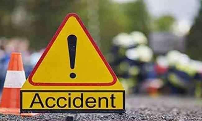 स्कूली बच्चों से भरा छोटा लोडर सड़क पर पलटा, 14 स्कूली बच्चे घायल