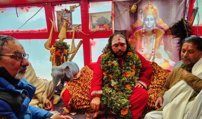 बदरीनाथ धाम में आमरण अनशन पर बैठे मोनी बाबा