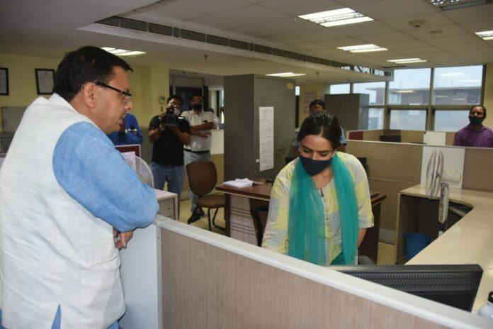 मुख्यमंत्री धामी ने किया एमडीडीए का आकस्मिक निरीक्षण