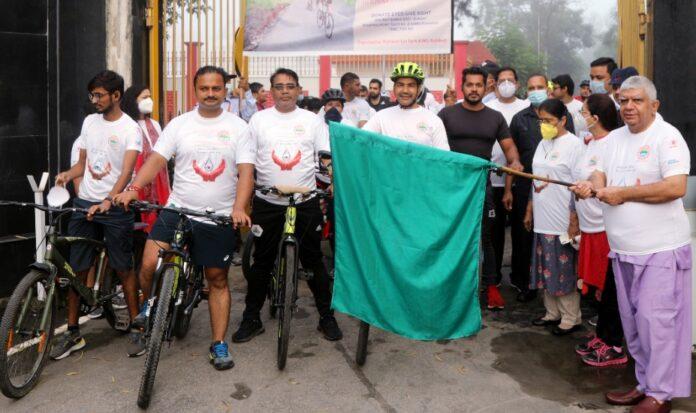 एम्स ऋषिकेश: नेत्रदान पखवाड़े के तहत जनजागरूकता उद्देश्य से निकाली साइकिल रैली