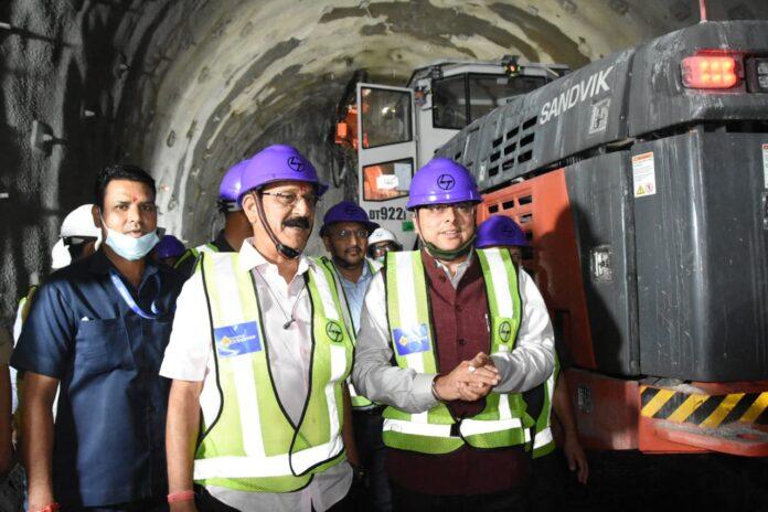 सीएम धामी ने किया टनल का निरीक्षण, ऋषिकेश-कर्णप्रयाग रेल परियोजना के कार्यों में तेजी लाने के दिए निर्देश